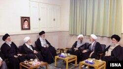 دیدار شماری از روحانیون ارشد قم از جمله آیتالله جوادی آملی و آیتالله هاشمی شاهرودی با رهبر ایران