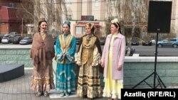 "Шигърият бәйрәме ""Нур"" театры артистларының җырлары белән үрелеп барды"