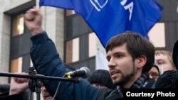 Координатор движения «Оборона» Олег Козловский в ряды вооруженных сил попал 20 декабря прошлого года, во время одной из ставших традиционными облав на призывников