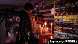 People shop in a store during a blackout in Crimea on November 26.