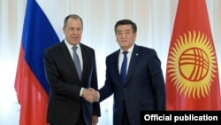 Министр иностранных дел РФ Сергей Лавров с президентом Кыргызстана Сооронбаем Жээнбековым
