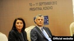 Atifete Jahjaga i Hashim Thaci na konferenciji povodom okončanja međunarodnog nadgledanja kosovske nezavisnosti, Priština, 11. septembar 2012.