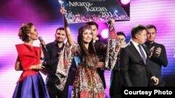 Жанар Дұғалова Turkvision байқауына жолдама алған сәт. Астана, 28 қазан 2014 жыл. Баян Есентаевның продюсерлік орталығы ұсынған сурет