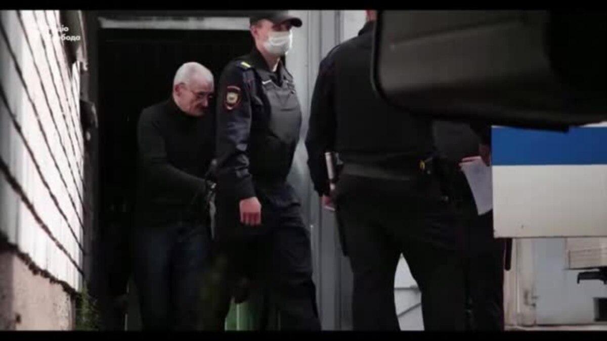 Суд в России приговорил историка Юрия Дмитриева до трех с половиной лет колонии