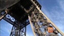 На Эйфелевой башне в Париже открылся каток