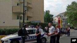 Франци -- Уьрсаца стага тIелатар динчу меттигехь бу полицин белхахой. Парижан гIалин йист, Марс. 23, 2018