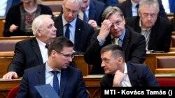Gulyás Gergely és Rogán Antal.