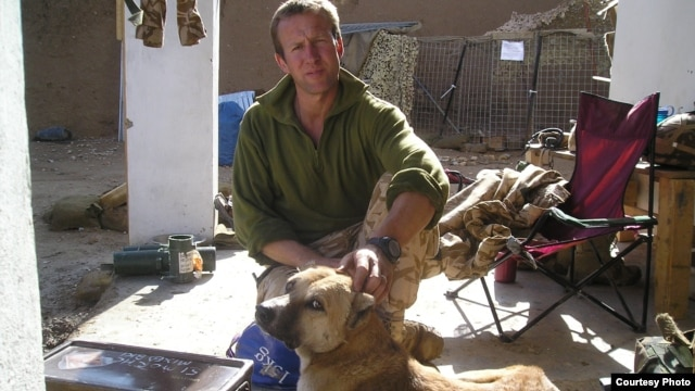 Pen Farthing with his rescued dog Nowzad in 2006