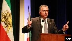 رضا پهلوی انتخابات پیش رو را «کلاهبرداری فکری» توصیف کرده است.