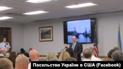 Посол Валерій Чалий під час церемонії