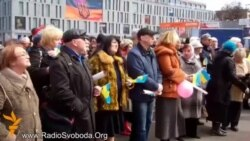 Сотні дніпропетровців прийшли на віче, щоб ушанувати Небесну сотню
