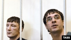 Sergei Mozgalev (left) and Yuri Pliyev, two of the defendants in the Kondopoga case