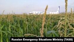 Пасажири були евакуйовані по надувних трапах