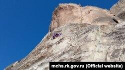 В Бахчисарайском районе спасли зацепившегося за скалу парашютиста, 20 февраля 2021 года