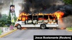 Kulyakan şəhərində yandırılmış avtobuslardan biri