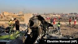 Обломки разбившегося в Тегеране самолета МАУ. 8 января 2020 года.