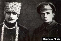 Максім Гарэцкі разам з братам Іванам. 1916 год
