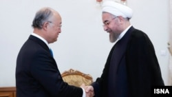 یوکیو آمانو (چپ) در دیدار روز یکشنبه با حسن روحانی، رییس جمهوری ایران