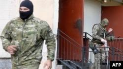Сотрудники сил безопасности России.