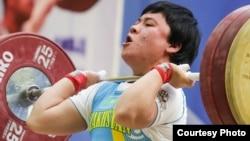 Тяжелоатлетка Жазира Жаппаркуль. 6 октября 2015 года.
