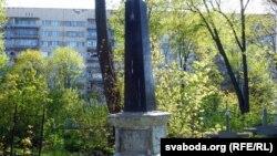 Яшчэ адзін помнік з савецкай сымболікай на Петрапаўлаўскіх могілках. Каму яго паставілі, невядома