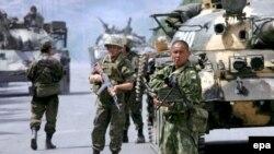رویترز از حضور نیروهای روسیه در اطراف یا داخل سه شهر گرجستان خبر داده است. (عکس از epa)