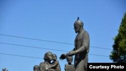 Haykal 9 yil shahar chekkasida turdi