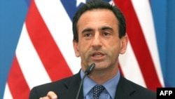 Georgia - US Assistant Secretary of State for Europe and Eurasian affairs Phillip Gordon speaks at a press conference, Tbilisi, 10Jun2009