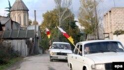 Партия, лидером которой является исполняющий обязанности министра иностранных дел Давид Санакоев, считается не столь крупной политической организацией: на данный момент количество членов «Новой Осетии» составляет чуть более четырехсот человек