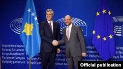 Presidenti i Parlamentit Evropian, Martin Schultz, takon Presidentin e Kosovës, Hashim Thaçi.