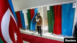 Azerbaijan -- A woman leaves a voting booth during the presidential elections at a polling station in Baku, October 9, 2013