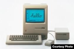 """Первый компьютер """"Макинтош"""", выпущенный в январе 1984 года"""