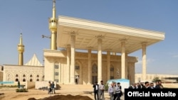 PHOTO GALLERY: Revamped Khomeini Shrine Shocks Even His Fans