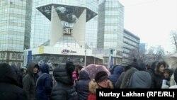 """""""АТФбанк"""" алдына чогулгандар. 12-январь, 2016-жыл"""