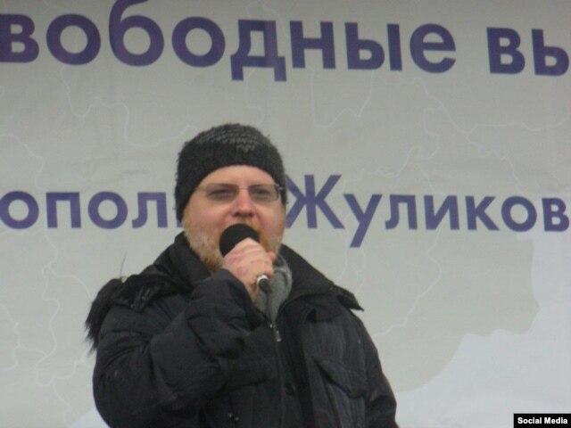 Константин Крылов на оппозиционном митинге, 2011