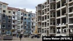 «Бесоба» тұрғын үй кешеніндегі үйлер. Қарағанды, 3 қазан 2012 жыл.