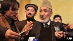 Виконувач обов'язків спікера парламенту Афганістану Мохаммад Сарвар Усмані (в центрі)