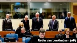 Jadranko Prlić, Bruno Stojić, Slobodan Praljak, Milivoj Petković i Valentin Ćorić u sudnici haškog tribunala