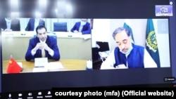 معینان وزارت های خارجه پاکستان و چین حین نشست سه جانبه