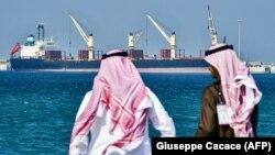 Нафтавы танкер у порце Рас-Аль-Хайр, Саудаўская Арабія