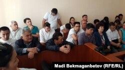 На судебном заседании по делу о хищениях средств, выделенных государством на ремонт Преображенского гидроузла, фигурантом которого является покойный Омирбек Жампозов. Акмолинская область, 25 августа 2017 года.