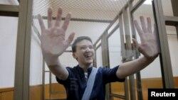 Надежда Савченко в зале суда в первый день оглашения приговора