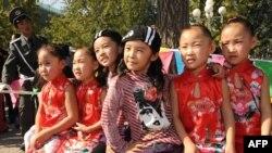 Участники пекинского фестиваля близнецов, октябрь 2009 года