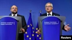 Голова Європарламенту Мартін Шульц (ліворуч) та голова Єврокомісії Жан-Клод Юнкер під час екстреного антикризового саміту ЄС. Брюссель, 23 вересня 2015 року
