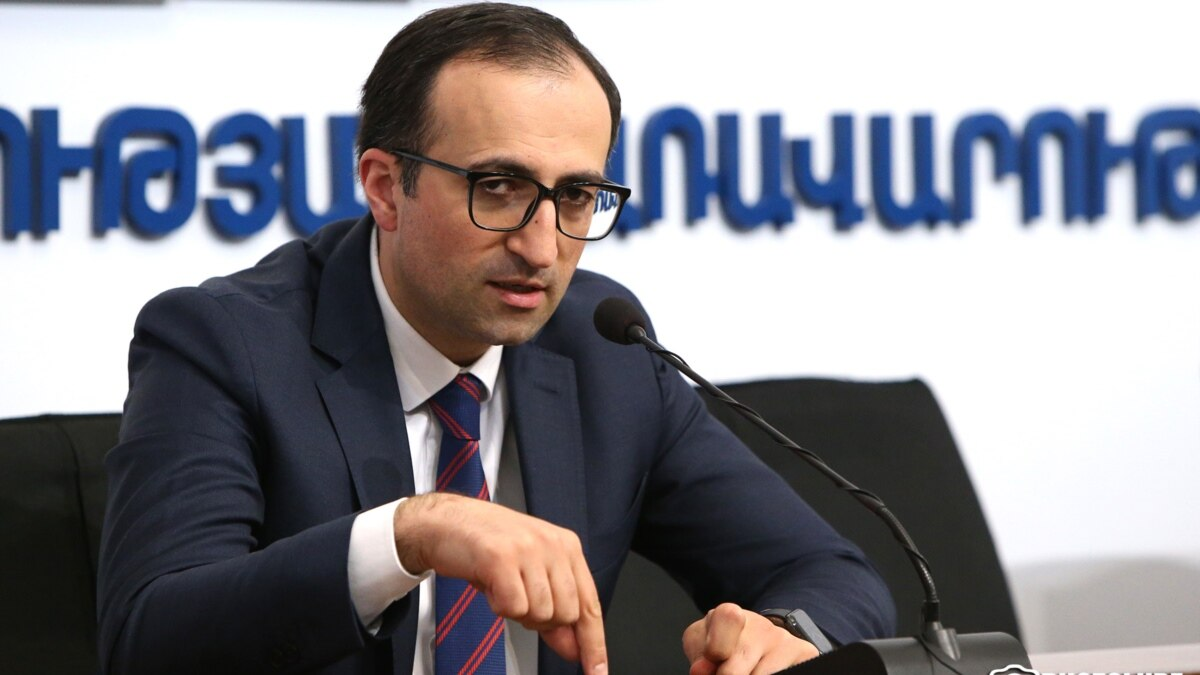 Armenian Ministers Self-Isolate After Staffers Catch COVID-19