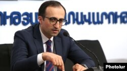 Armenia -- Health Minister Arsen Torosian gives a press conference, April 10, 2020.