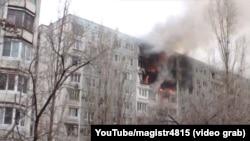 Пожар на месте взрыва бытового газа в доме на улице Космонавтов в Волгограде