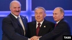 Беларусь, Қазақстан және Ресей президенттері: (солдан оңға) Александр Лукашенко, Нұрсұлтан Назарбаев және Владимир Путин. Астана, 29 мамыр 2014 жыл.