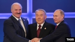 Kazakhstan -- Presidents Alexander Lukashenka of Belarus, Vladimir Putin of Russia, and Nursultan Nazarbayev of Kazakhstan (L-R) pictured after signing an agreement on the formation of the Eurasian Economic Union, at the Palace of Independence, Astana, 29