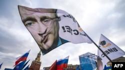 Protest pristalica politike Vladimira Putina na Crvenom Trgu u Moskvi
